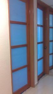 Puertas de pino con vidrio esmerilado